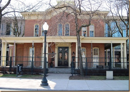 800px-Hull_House_2